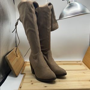 Forever Hugo Taupe size 8.5m